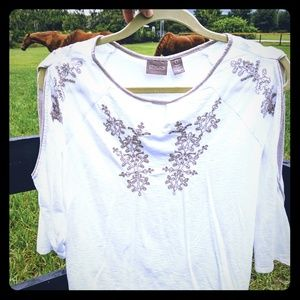 Chico's embroidered top EUC